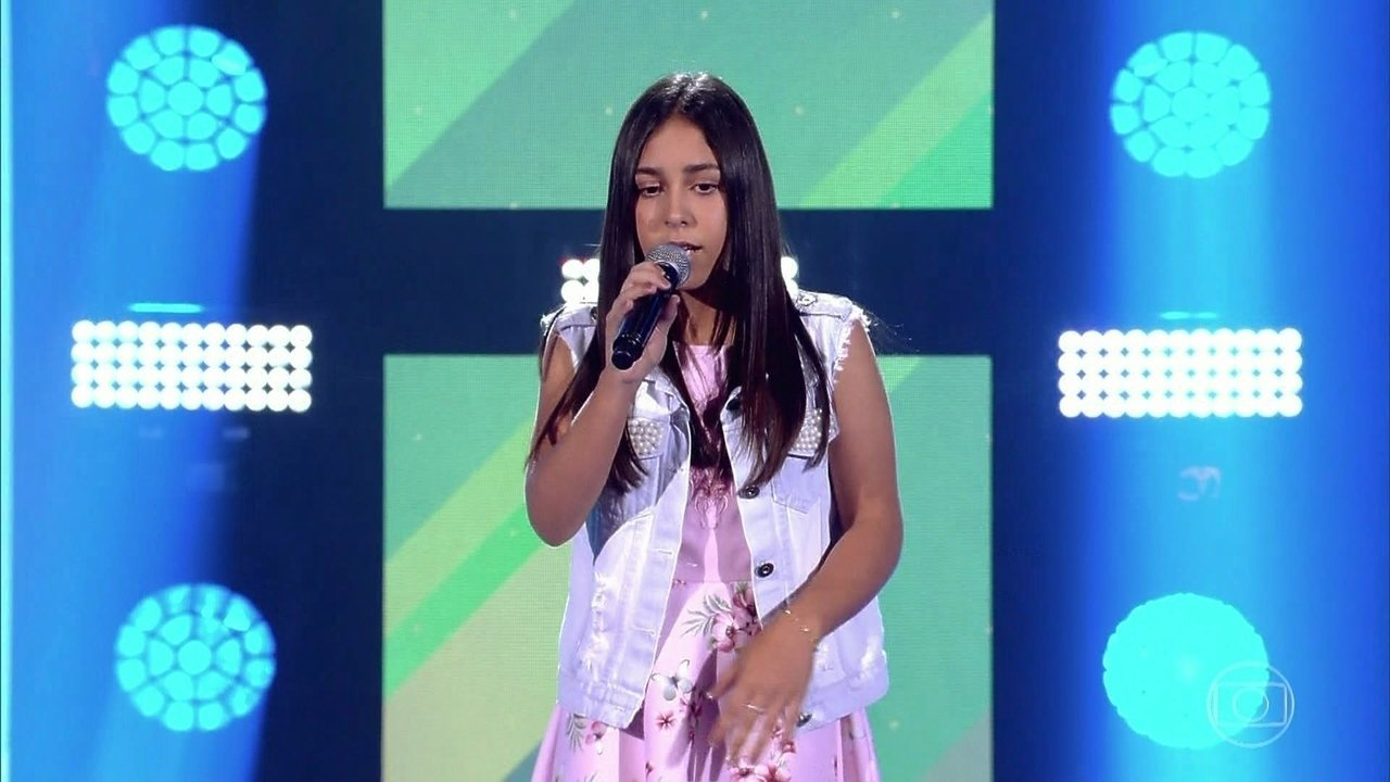 Laura Smolari canta