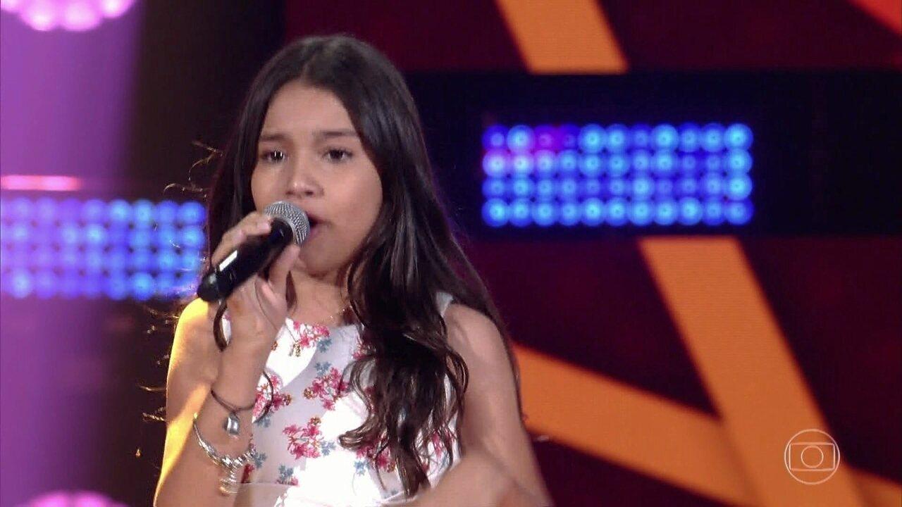 Maria Clara canta