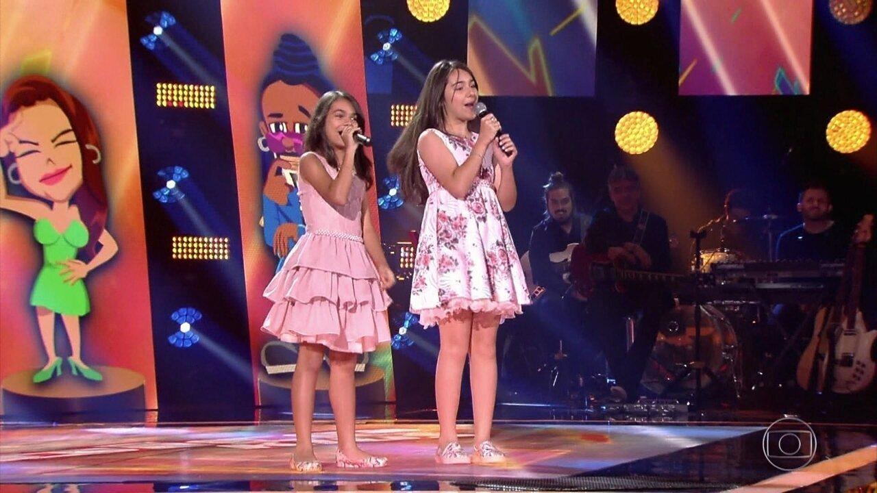 Isabella e Rachel Aguiar cantam