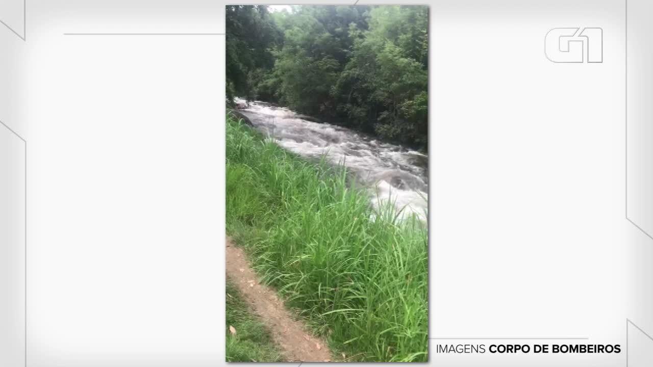 Tromba d'água em região conhecida como Paraíso Perdido, em Itatiaia