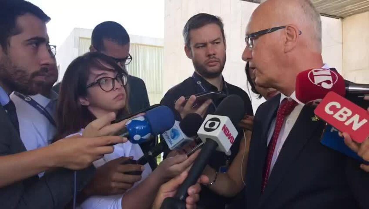 O embaixador alemão no Brasil, Georg Witschel, dá entrevista após reunião com vice Mourão