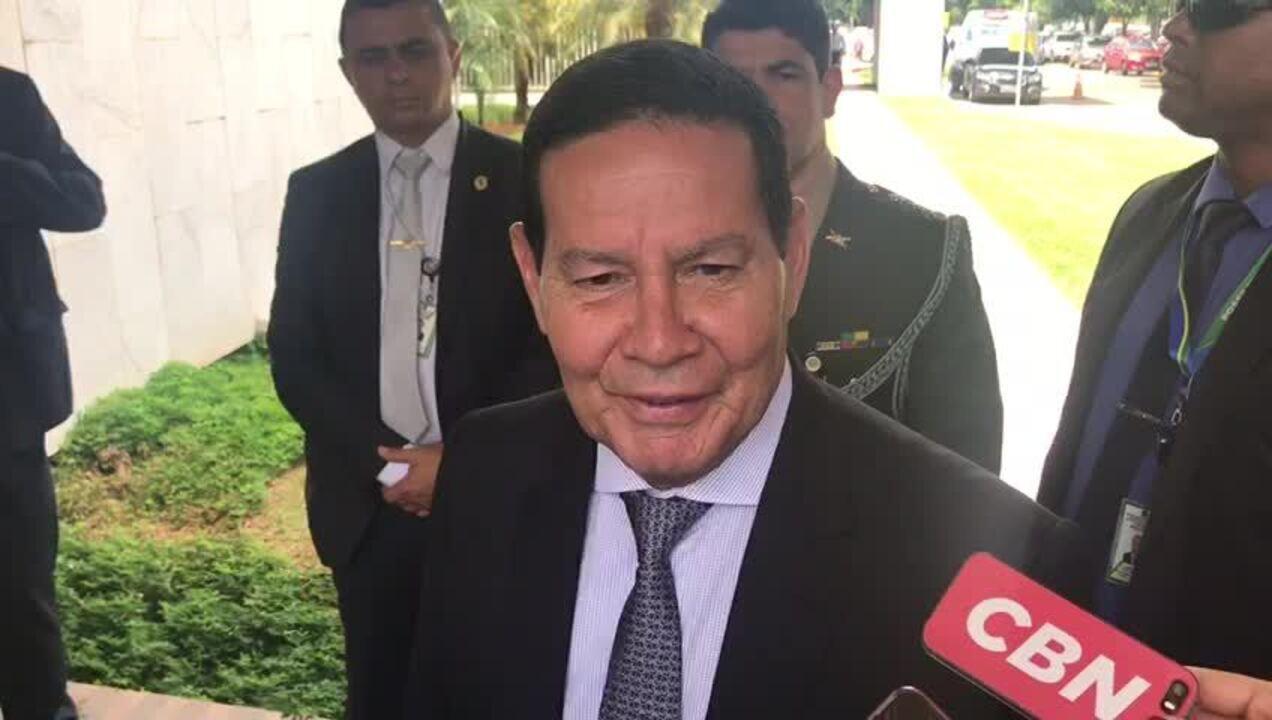 Mourão diz que 'único problema' de Flávio Bolsonaro é o sobrenome