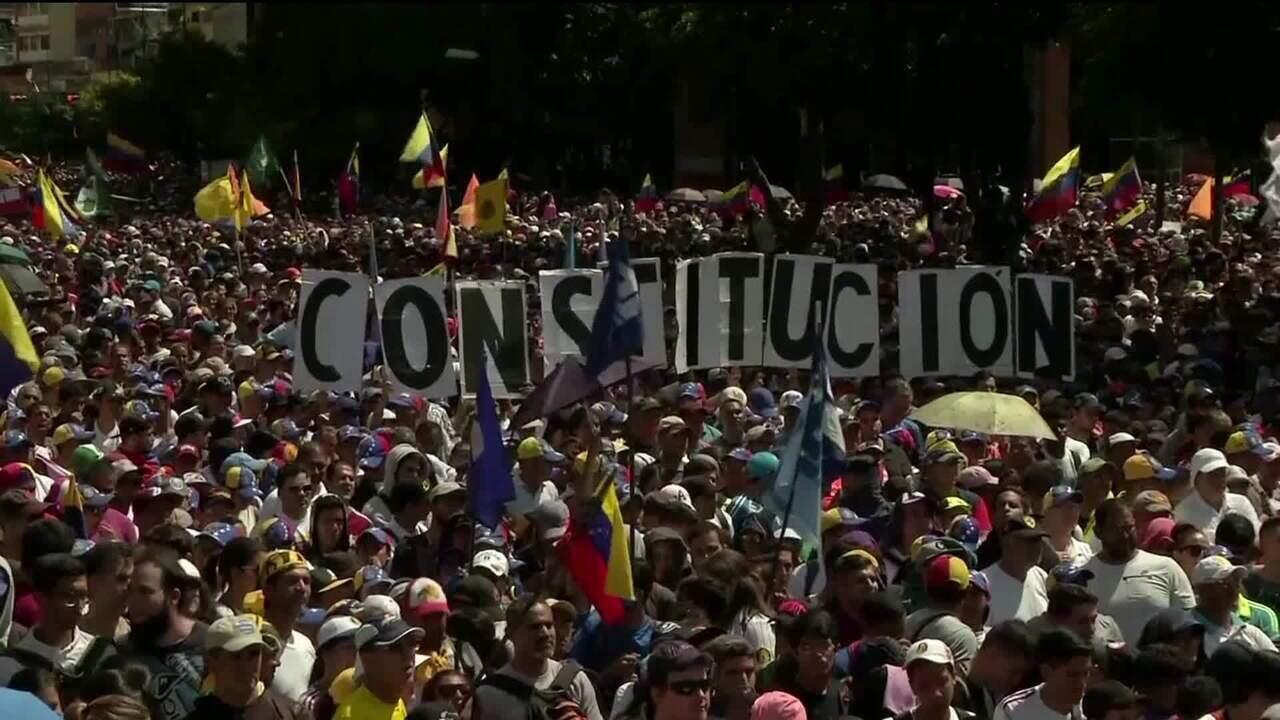Líder da oposição se declara presidente interino da Venezuela