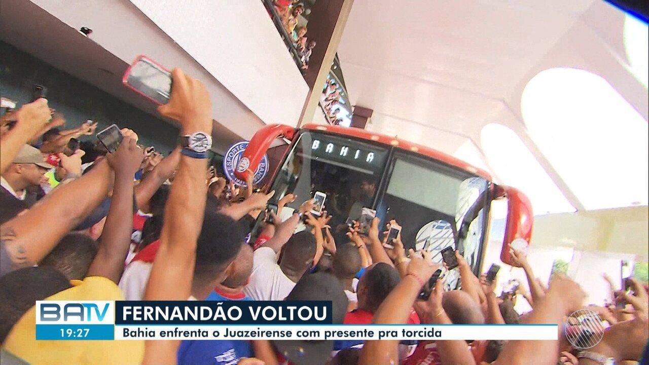 Bahia reapresenta Fernandão e torcedores comemoram no aeroporto de Salvador