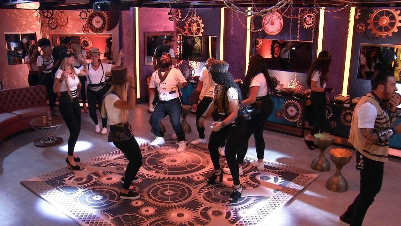 A Música Eu Parado No Bailão brothers se empolgam e dançam 'parado no bailão' na festa o tempo não para