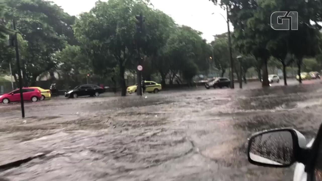 18dd5174f61 Rio entra em Estágio de Atenção com chuva forte nesta sexta  queda ...