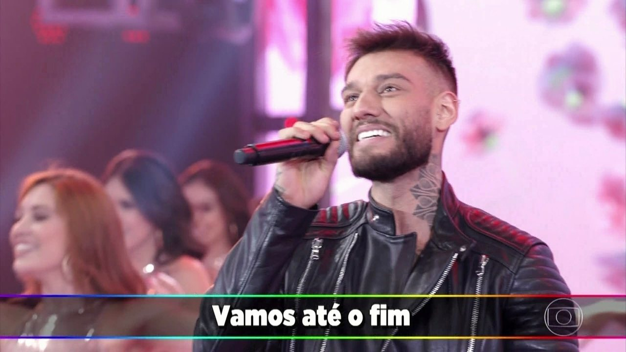 Lucas Lucco canta 'Mozão'