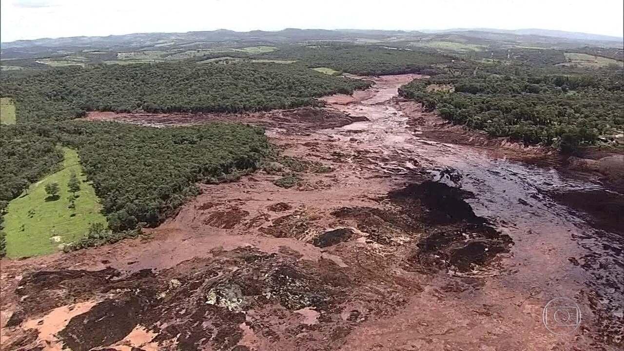 Governo federal monitora o lento descolamento de onda de lama