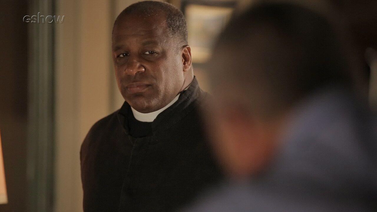 Confira bastidores da cena em que Gabriel mostra poderes da fonte para Padre