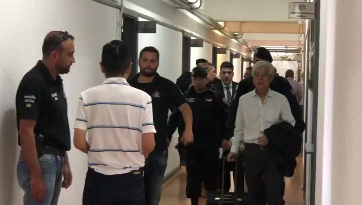 Vídeo mostra André Yassuda e Makoto Namba sendo levados por policiais em SP