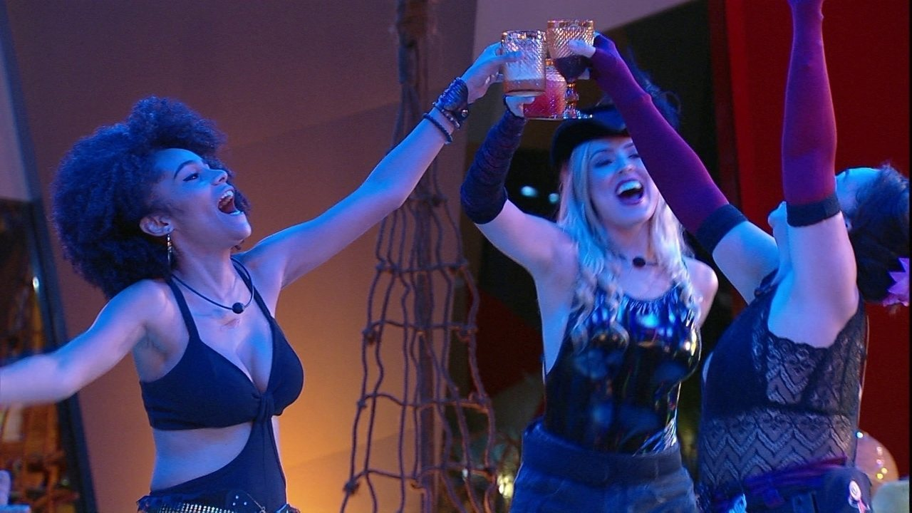 Isabella, Tereza e Gabirela brindam na Festa Grandes Navegações