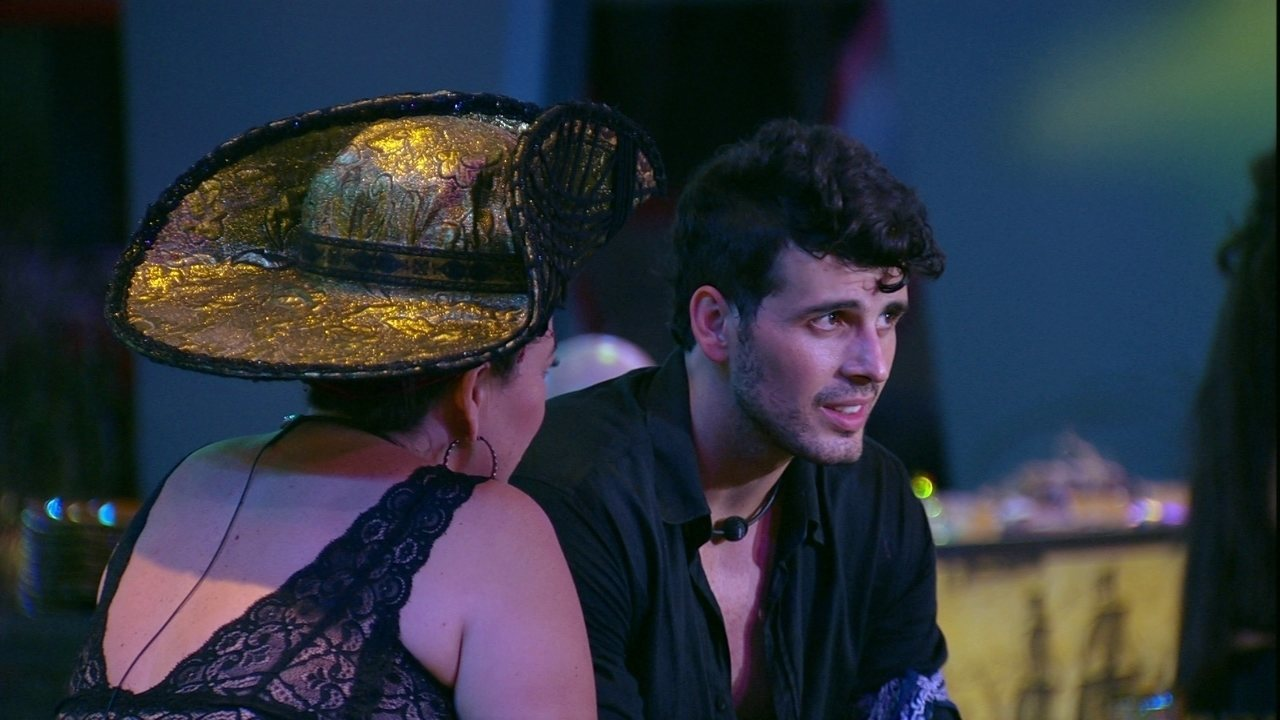 Tereza pergunta se Diego está se apaixonando e Maycon confirma