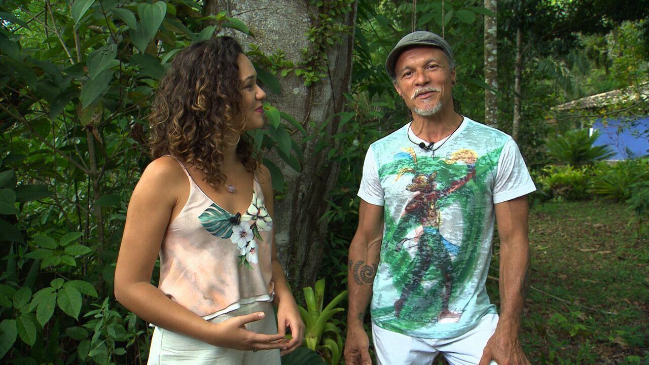 Renata conhece o Mestre Cabello, que elabora instrumentos a partir de materiais naturais