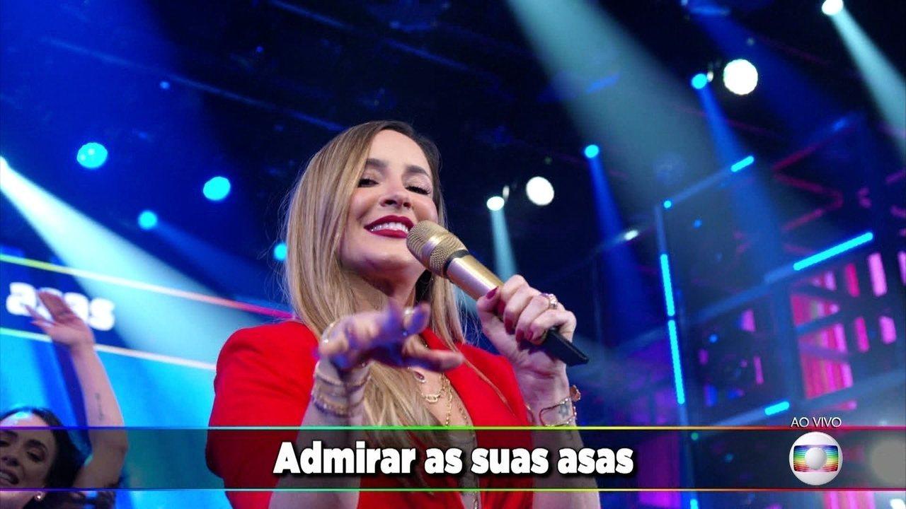 Claudia Leitte canta 'Bola de Sabão'