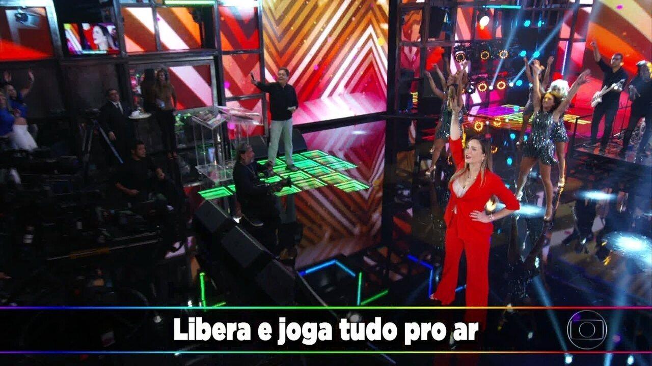 Claudia Leitte canta seus grandes sucessos no palco do 'Domingão'