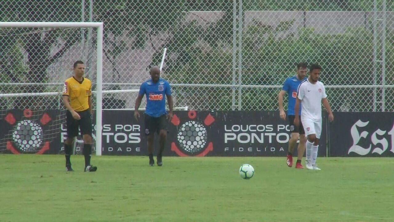 Boselli dá assistência, e Vagner Love faz gol em jogo-treino do Corinthians