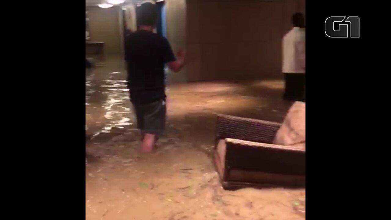 Saguão do Hotel Sheraton fica alagado
