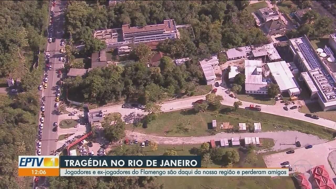 Jogadores e ex-atletas do Flamengo lamentam morte de amigos em incêndio no CT do time