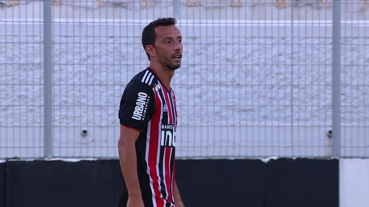 Nenê cobra escanteio muito aberto, Reinaldo erra passe, e São Paulo perde outra chance, 43 do 1º