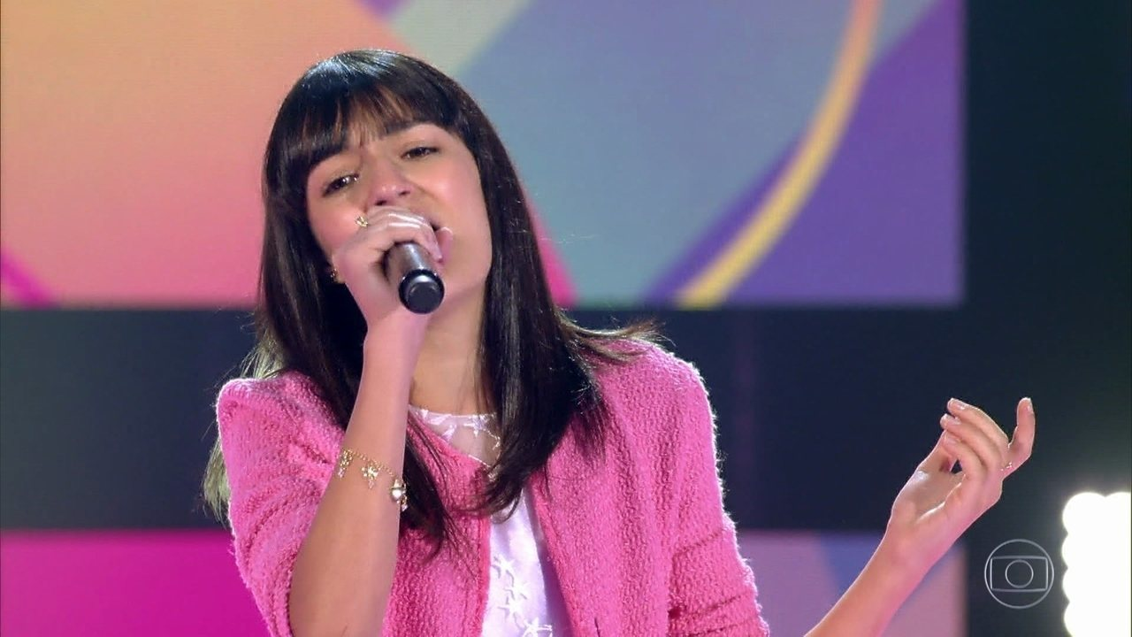 Lavínia Aisar canta 'Flashlight'