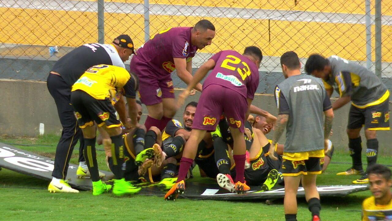 Gol do Novorizontino! Murilo Henrique aproveita confusão na área e manda para o fundo da rede com 39' do 2º tempo