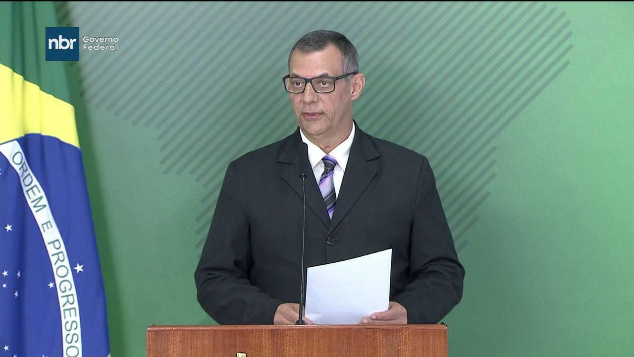 Bolsonaro deixa unidade semi-intensiva e já está no quarto