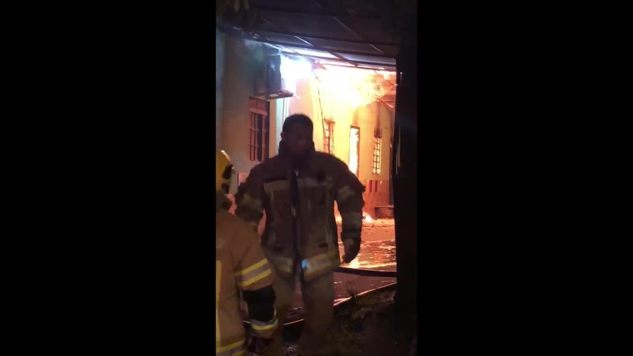 Fogo destrói dois apartamentos no Setor 5 em Jaru