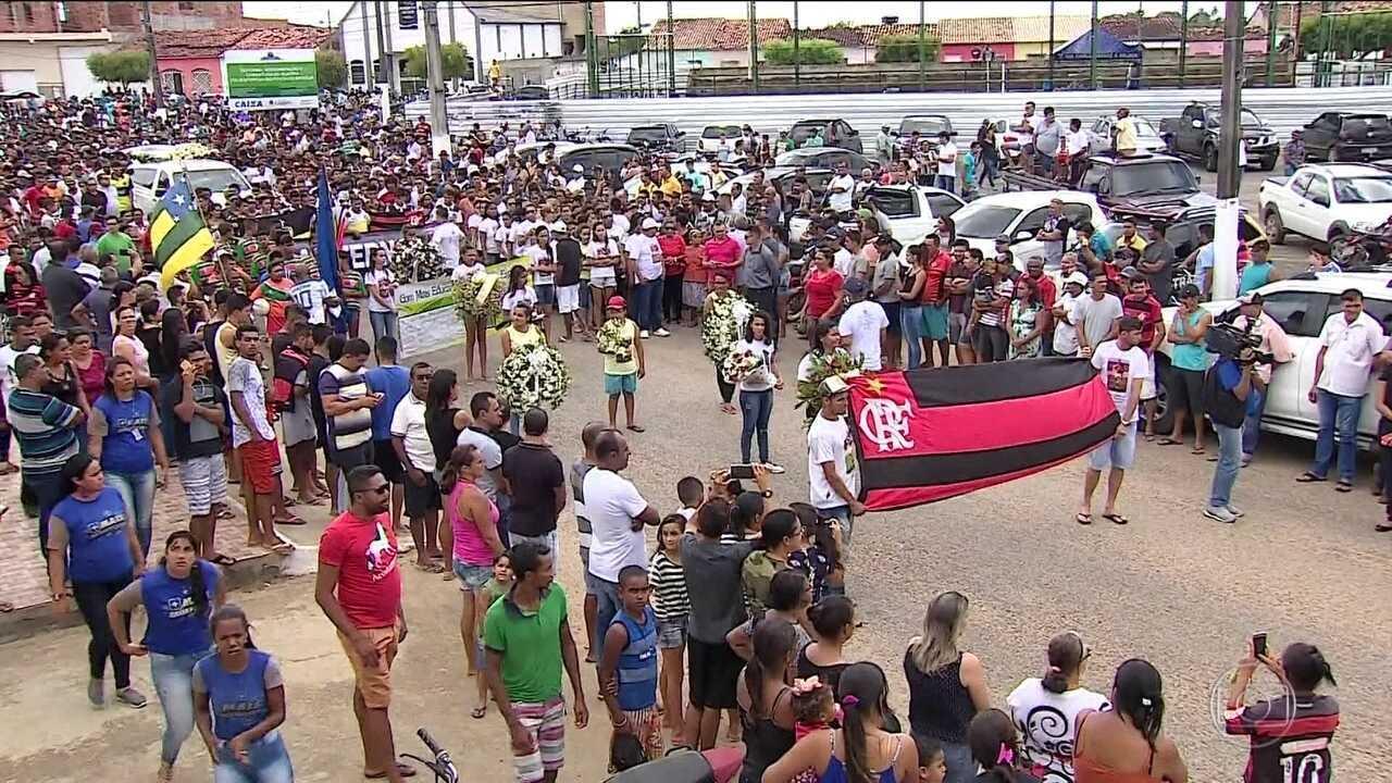 Emoção e tristeza marcam funerais de meninos do Flamengo pelo país