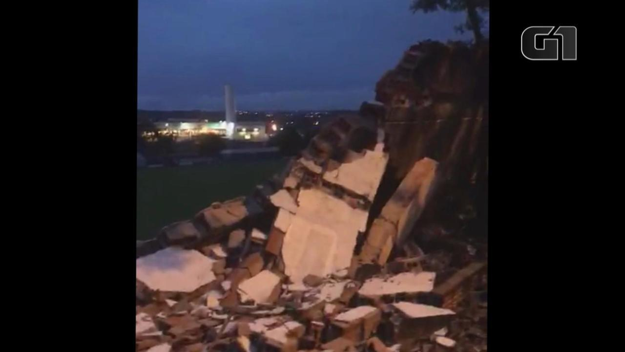 Parte do muro do estádio Cristo Rei desaba em São Leopoldo