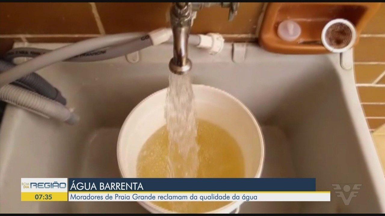 Água fornecida em Praia Grande, SP, está com aspecto amarelado há semanas