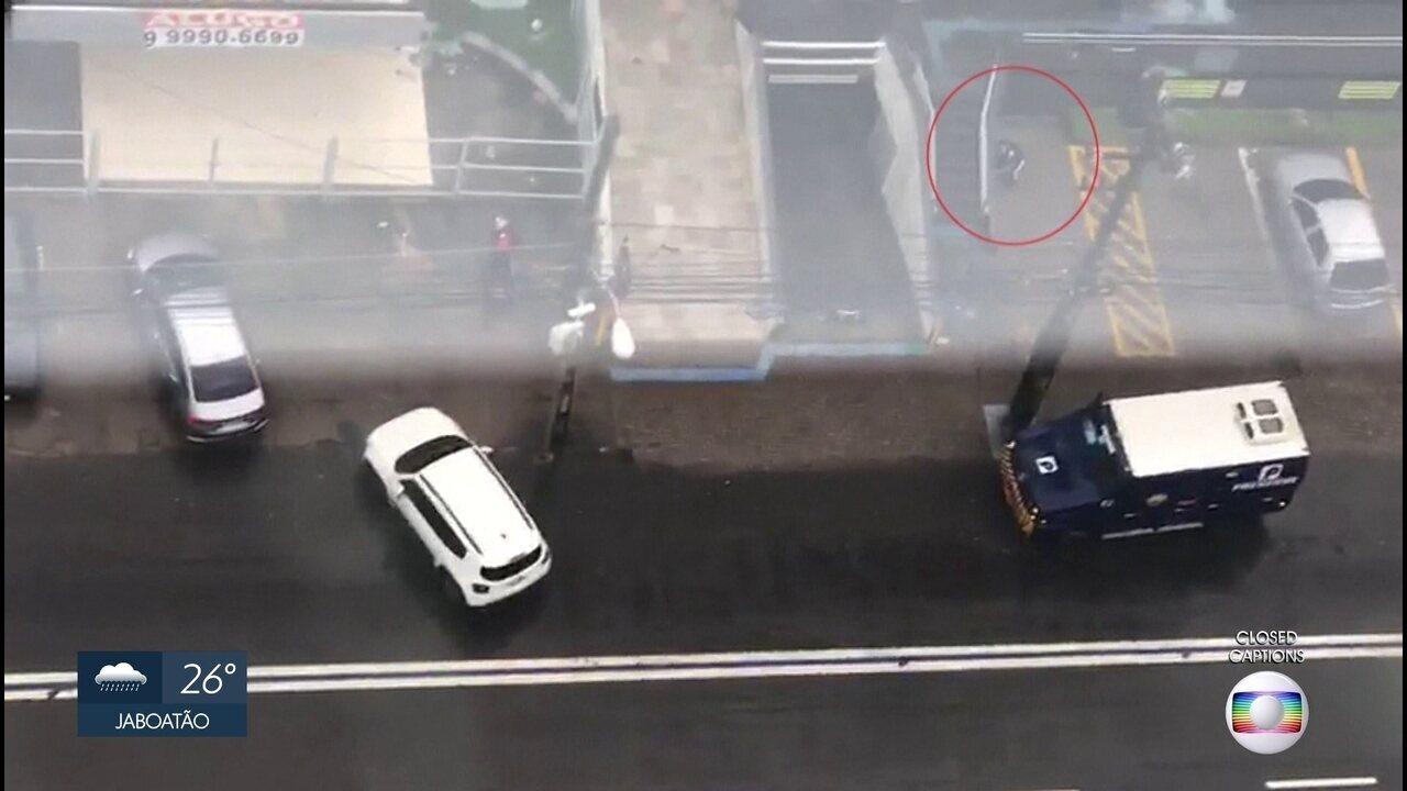 Vigilante morre em assalto a carro-forte na Caixa Econômica, na Zona Sul do Recife