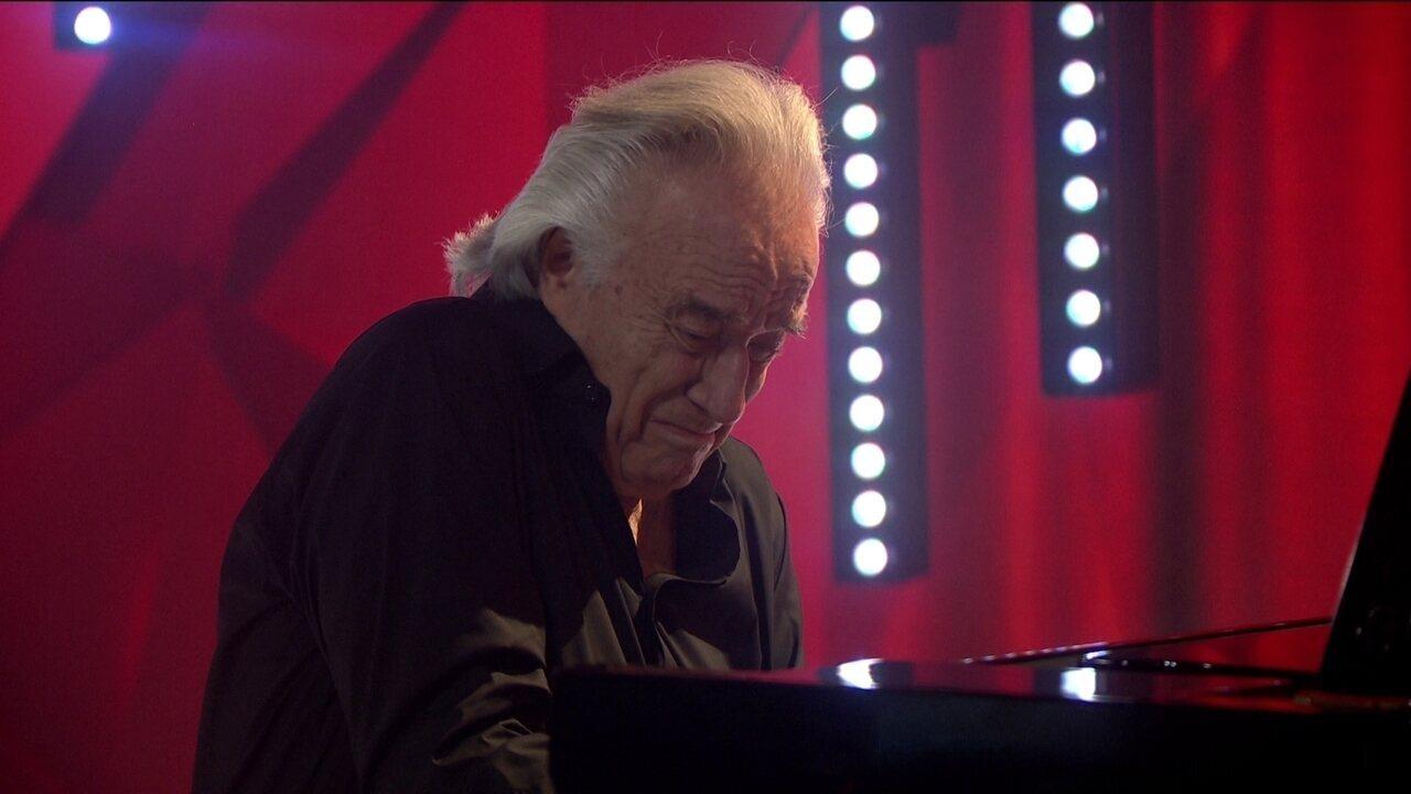 Maestro João Carlos Martins faz sua despedida do piano no palco do Fantástico