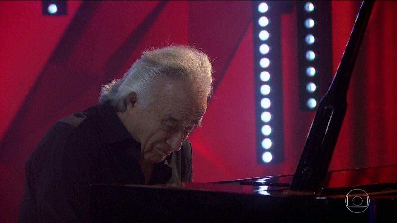 Maestro João Carlos Martins se despede do piano com apresentação no Fantástico