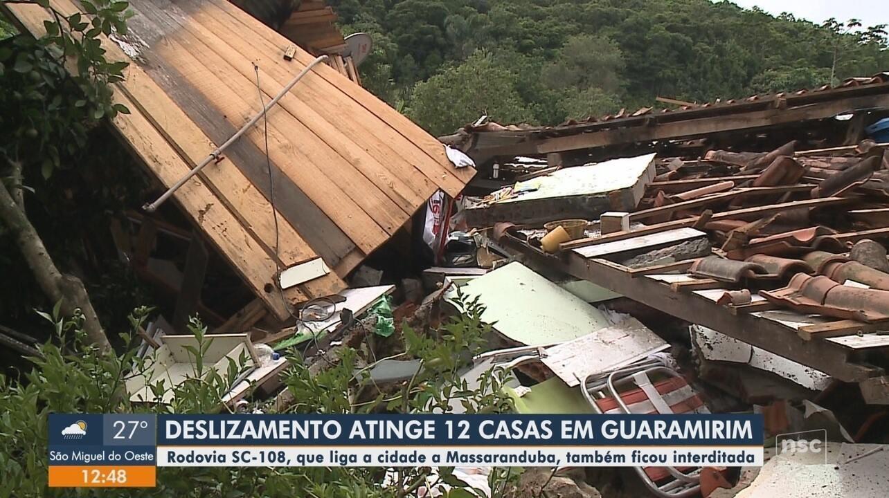 Deslizamento atinge doze casas em Guaramirim, no Norte de SC