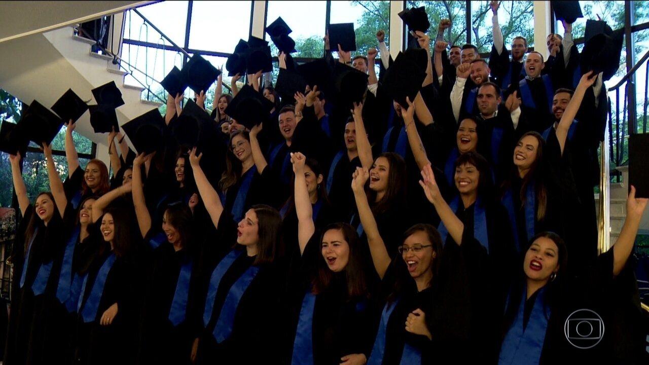 Jovens enfrentam dificuldades para conseguir emprego, mesmo depois de formados