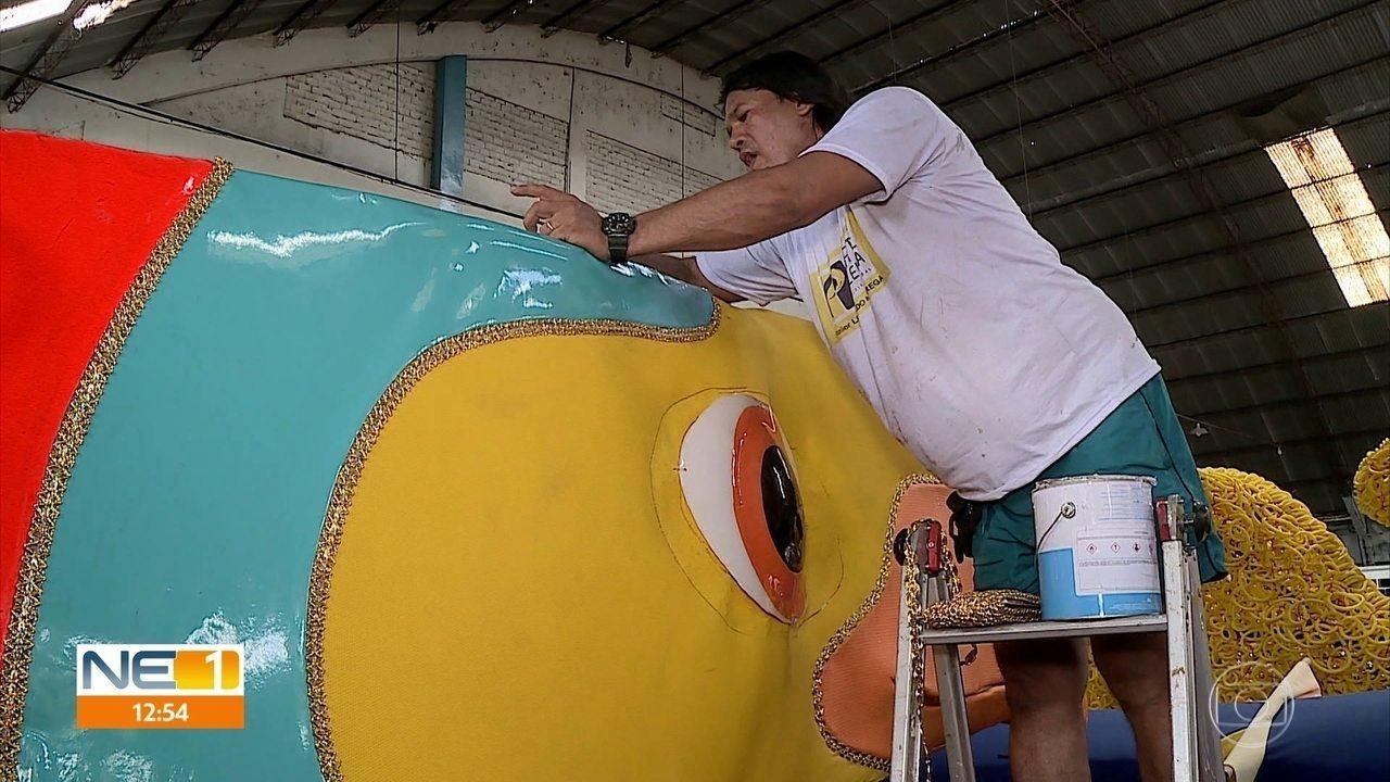 Artistas finalizam galo gigante que enfeitará o Recife no carnaval