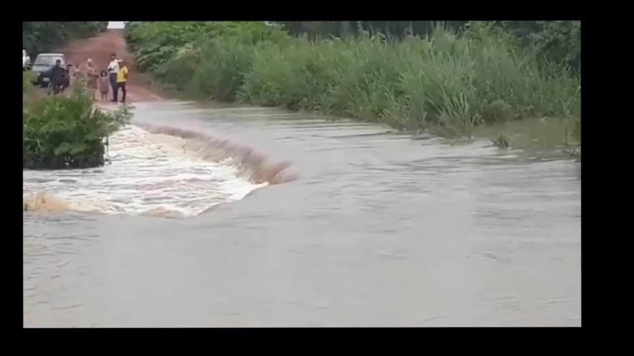 Vídeo mostra estrada alagada na MT-343