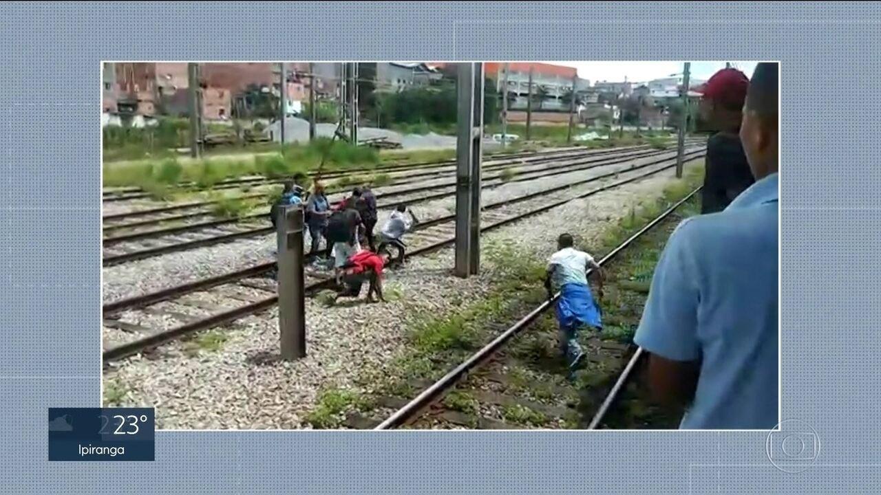 Ambulantes agridem seguranças da CPTM
