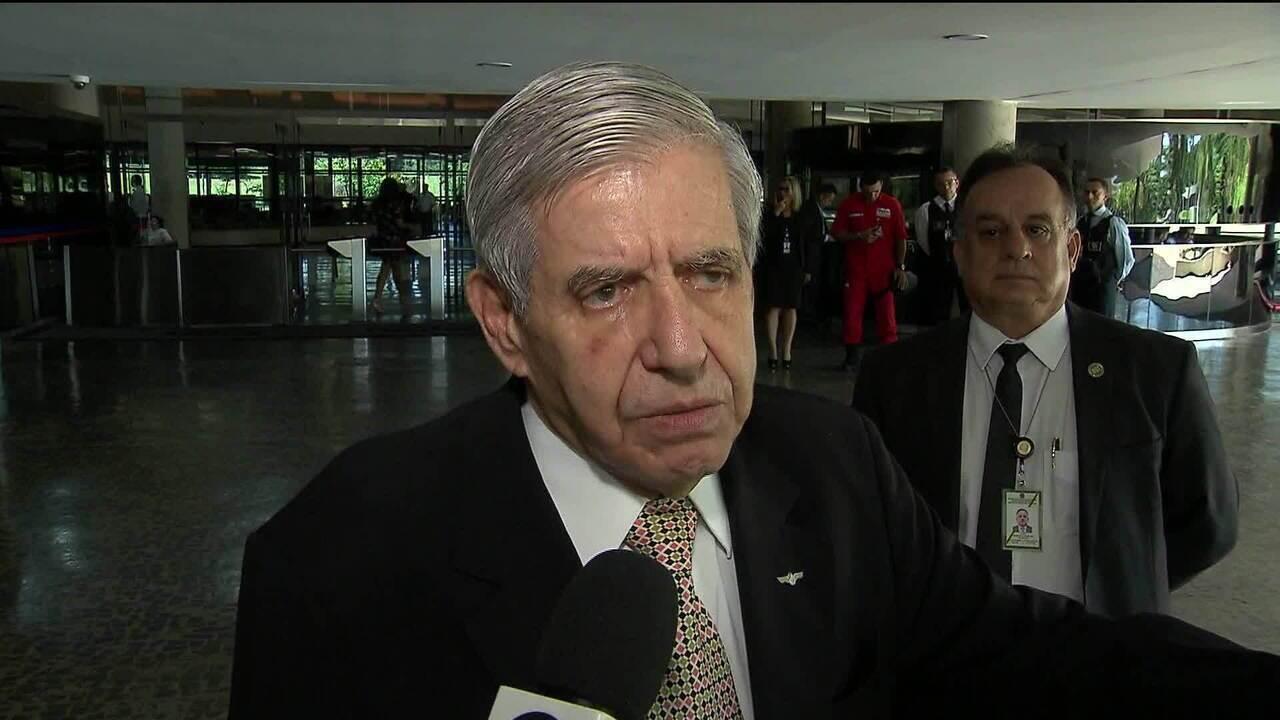 Ministro Augusto Heleno diz que o Brasil não fará ação agressiva contra a Venezuela