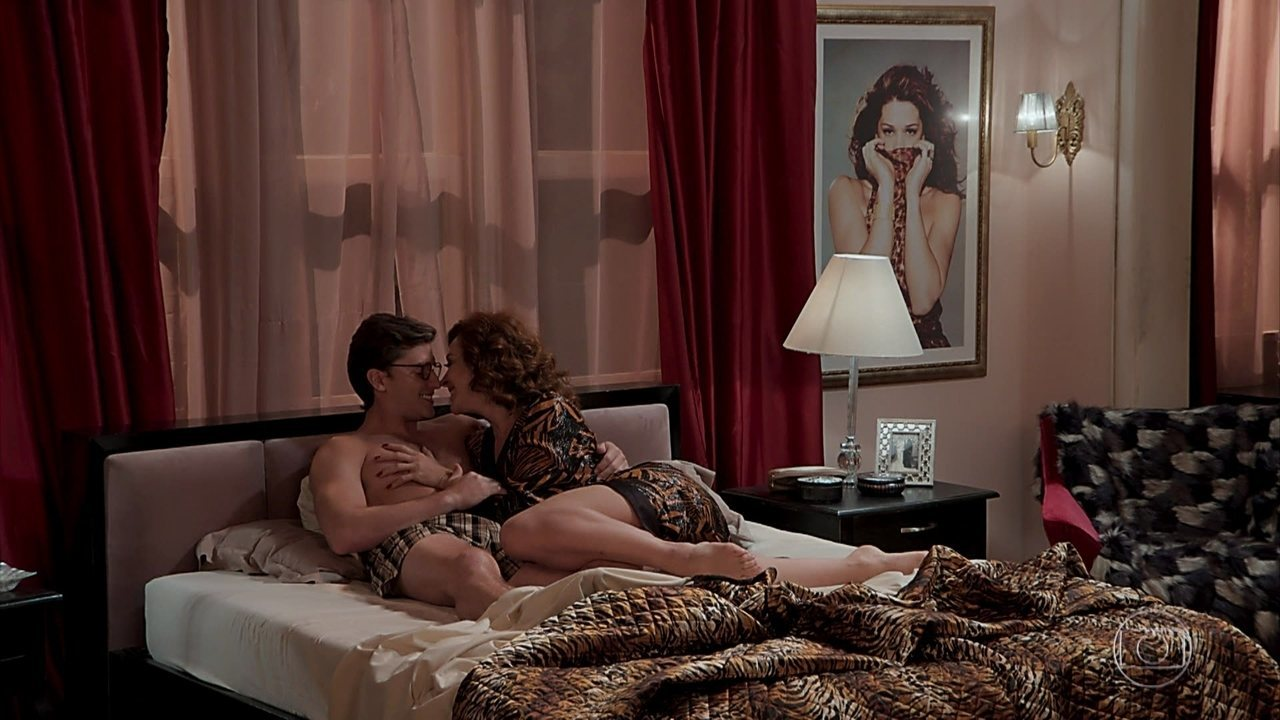Lidiana (Claudia Raia) e Patrick (Klebber Toledo) passam mais uma noite juntos e vivem em clima de romance