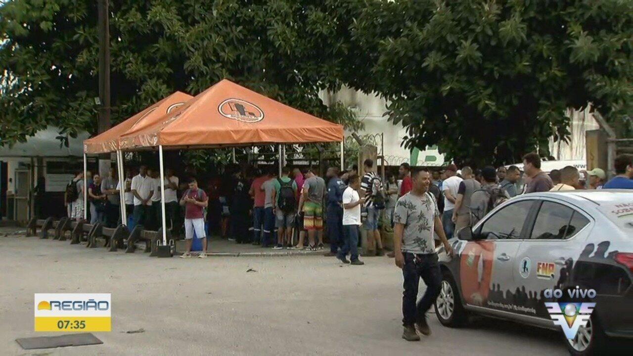 Petroleiros fazem greve na entrada de Santos na manhã desta segunda-feira (25)