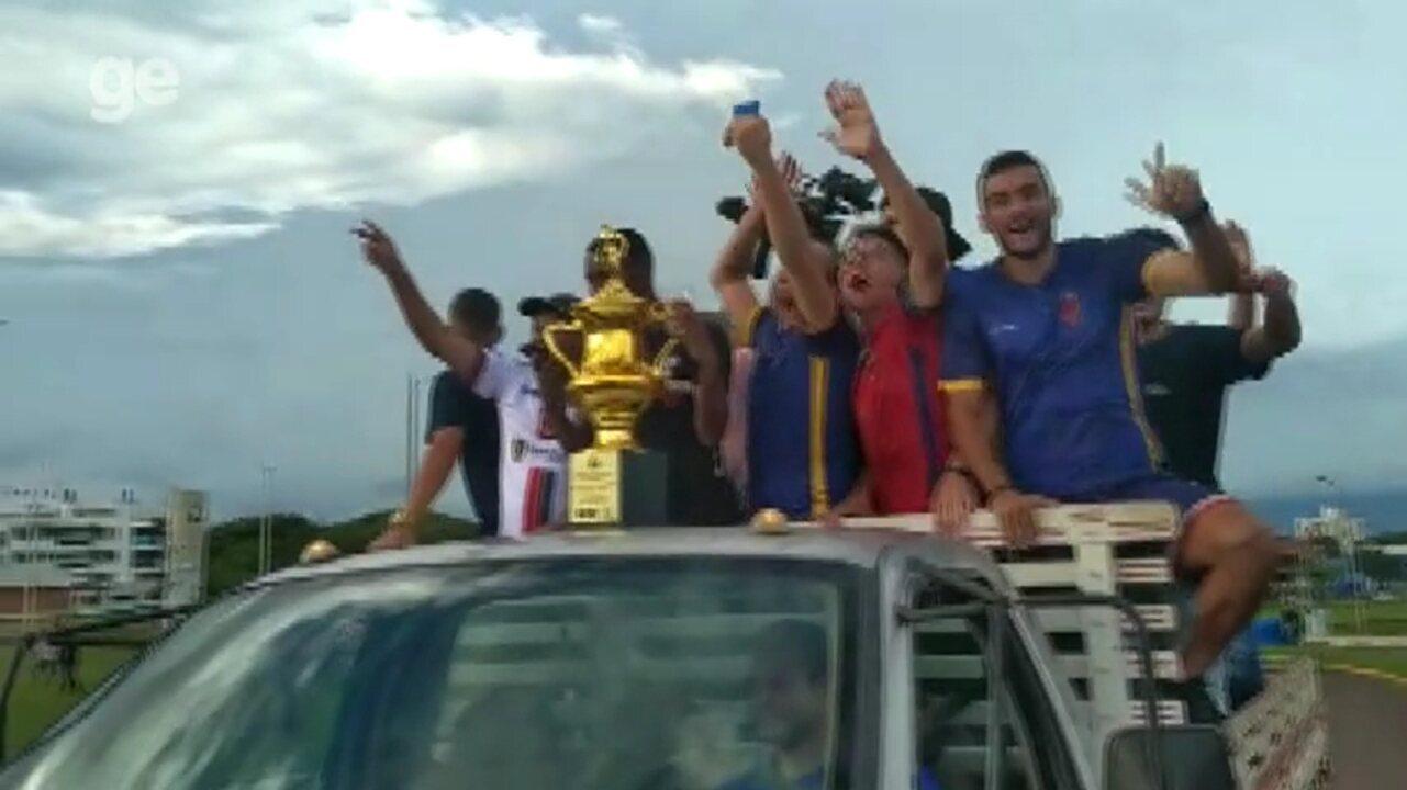 Toledo faz a festa em carreata pelo título do primeiro turno do Paranaense