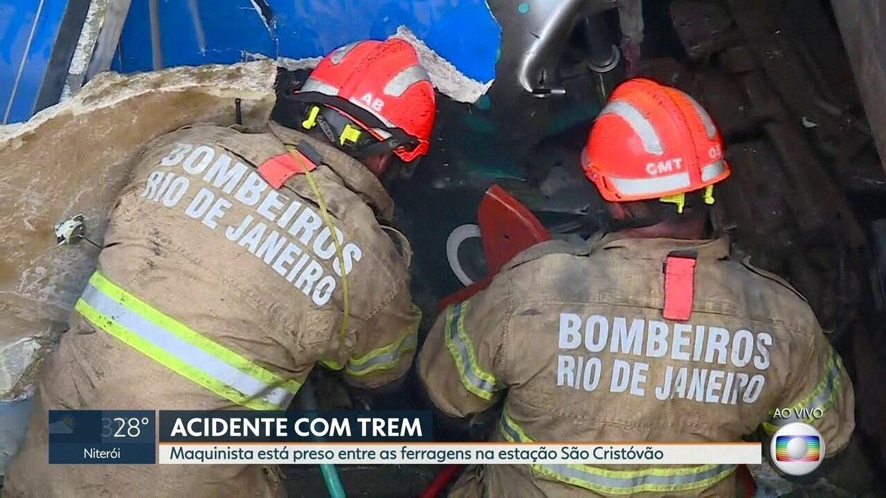 Maquinista fica preso entre as ferragens após acidente entre dois trens em São Cristóvão
