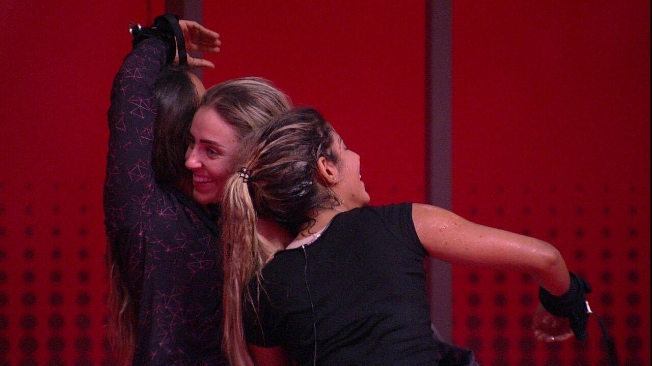 Carolina parabeniza Paula após prova: 'Você mereceu'