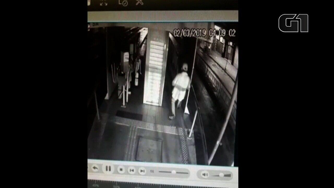Homem escorrega em plataforma, cai em vão e é atropelado por ônibus em Goiânia