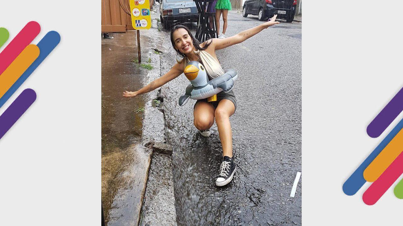 Carnaval da chuva teve alagamento na Sapucaí e 'surfe' na rua em BH
