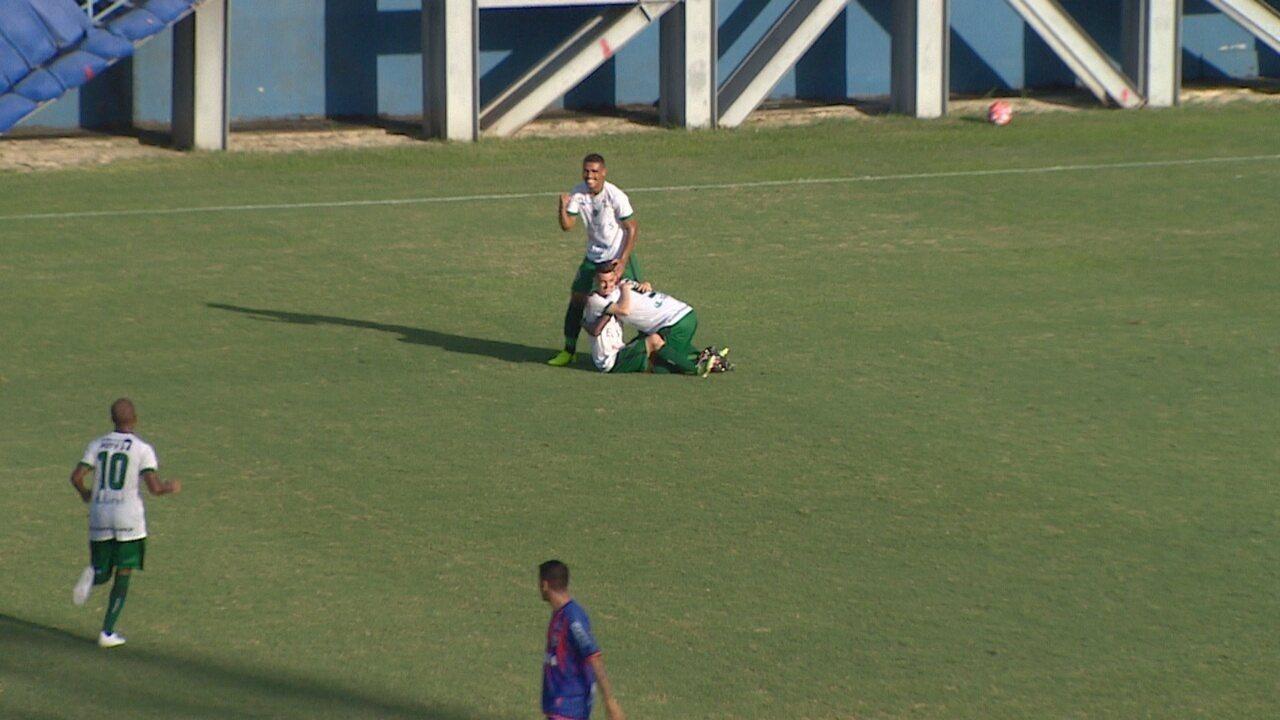 Vandinho recebe de Diogo Dolem e manda um balaço para o gol