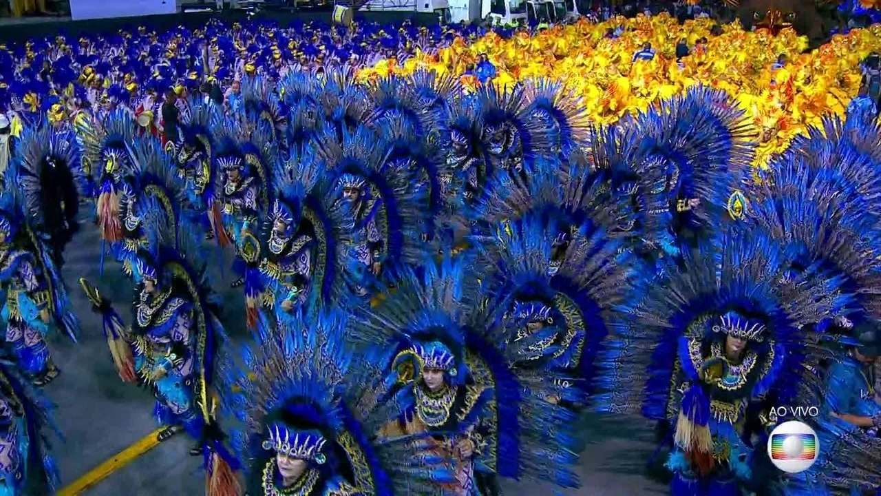 Águia de Ouro abre o segundo dia do carnaval de SP