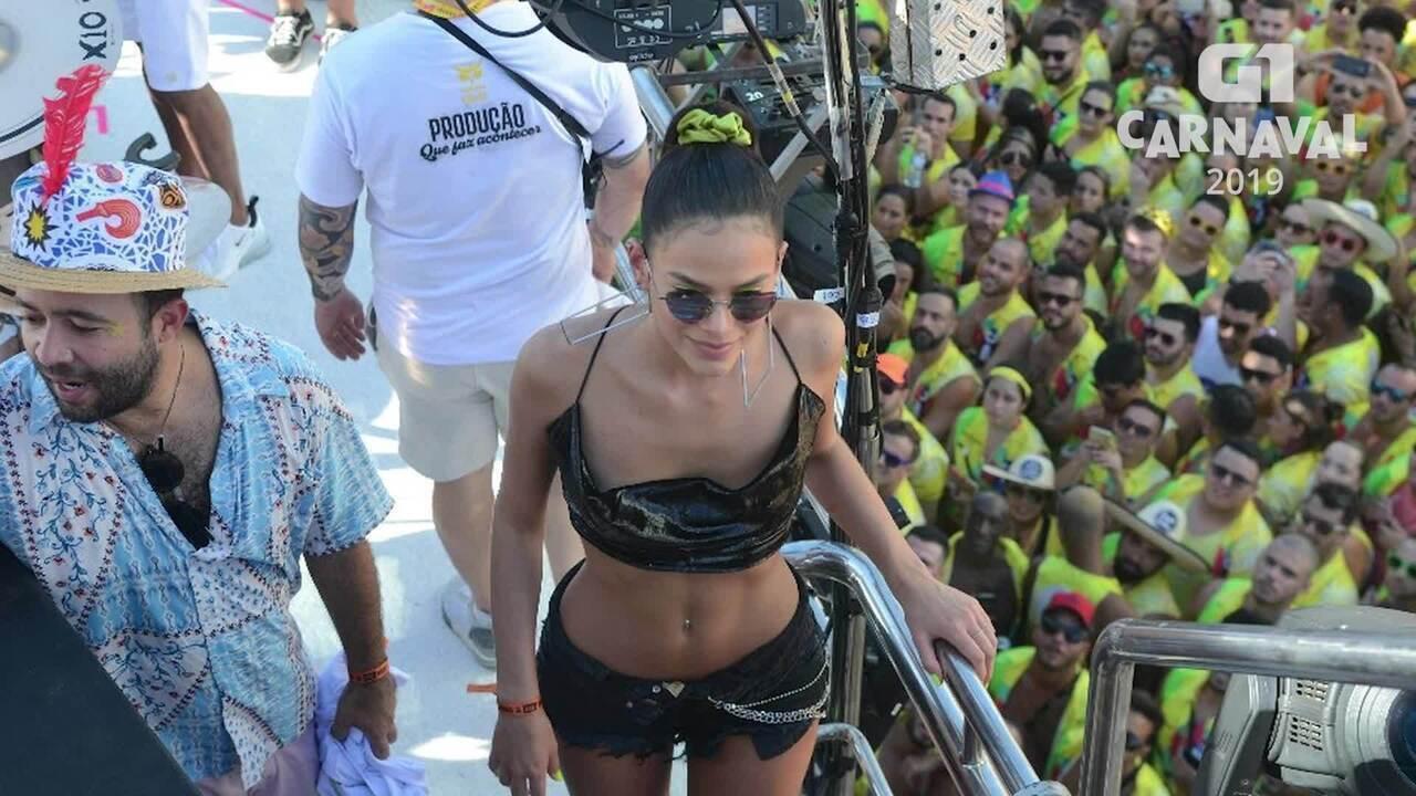 Não falta disposição para Bruna Marquezine no carnaval