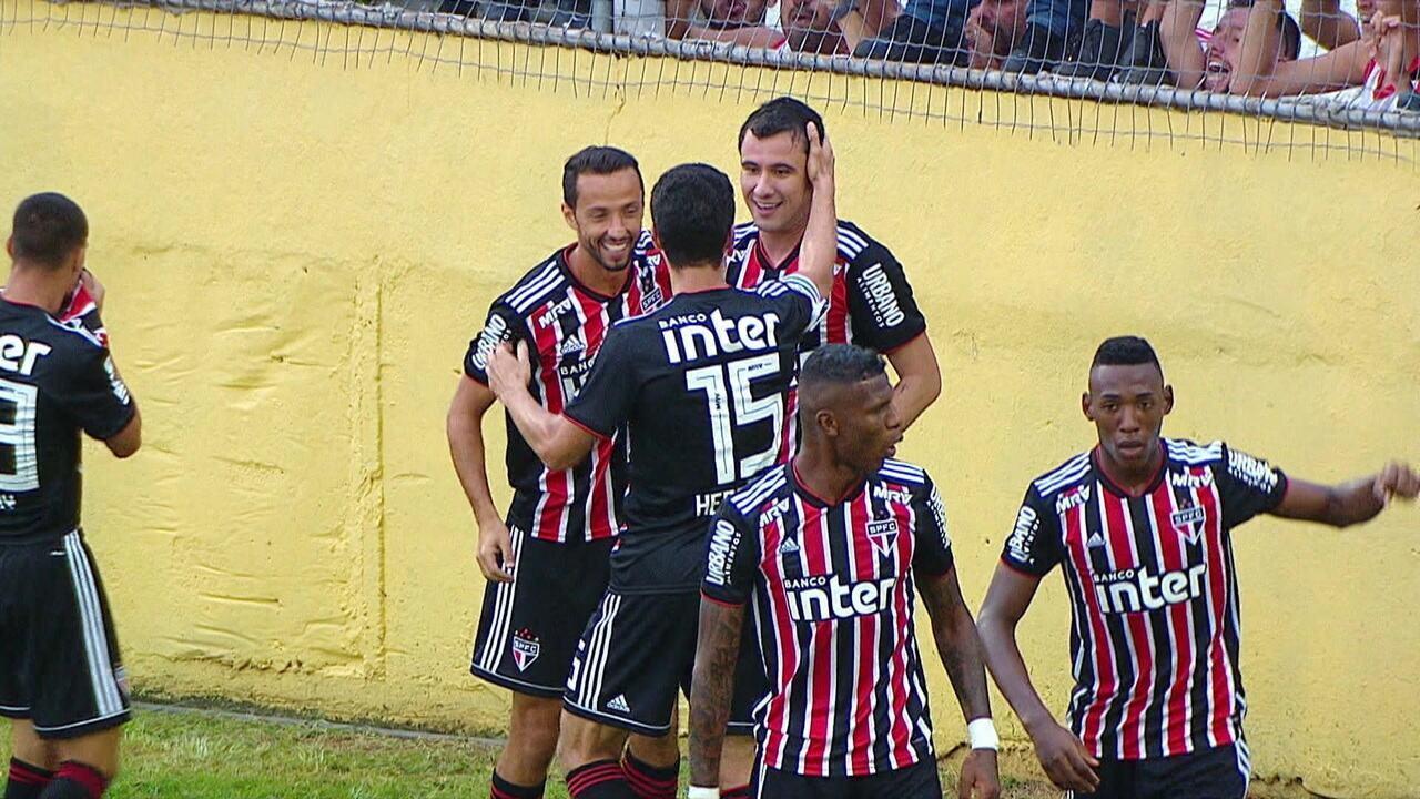 Pablo faz o primeiro gol do São Paulo na vitória sobre o Bragantino